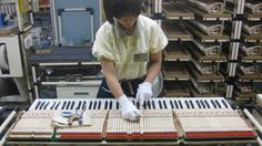 Kakegawa verleiht Flügel  20.11.2012· Yamaha baut jedes Jahr Tausende hochwertige Flügel und Klaviere. Das japanische Traditionsunternehmen macht vom Gusseisenrahmen bis zum Tastenbelag alles selbst. Ohne Handarbeit geht es nicht.