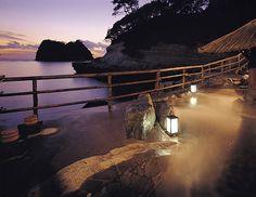 ラムネ色の澄みきった海が美しい 西伊豆・黄金崎で日本の夏を満喫|古関千恵子のニッポン極楽ビーチ十景|CREA WEB(クレア ウェブ)