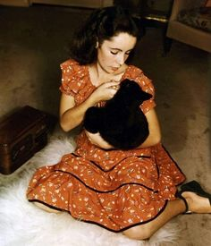 Young Elizabeth Taylor and a black kitty.