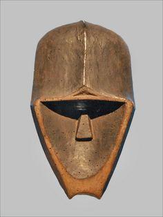 """Masque Gorille Gong Kwele, Gabon bois, pigments Collection particulière Exposition """"Fleuve Congo"""" Musée du quai Branly"""