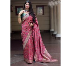 Attractive design with a new famous color combination of Peach and Green Color Banarasi Silk Saree with Blouse that designed with woven work pattern. This Banarasi Silk Saree. Comes With Contrast Silk Blouse Which Can Be Stitch Up To Trendy Sarees, Fancy Sarees, Party Wear Sarees, Indische Sarees, Party Kleidung, Soft Silk Sarees, Silk Sarees Online, Banarasi Sarees, Lehenga