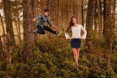 Ensaio divertido de casal no campo em meio as árvores.  Veja mais desse ensaio em: http://www.renatoganske.com.br/portfolio/ensaio-casal/113398-amanda-alexandre-e-session-ensaio-casal-pre-casamento-campo-alegre-santa-catarina