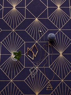 Golden lines radiate across this beautifully arranged graphic motif. This night-blue Art Deco wallpaper is the perfect backdrop to furniture and ar. Wallpaper Art Deco, Bathroom Wallpaper Navy, Geometric Wallpaper, Love Wallpaper, Pattern Wallpaper, Palettes Murales, Frida Gold, Mood Board Interior, Deco Addict