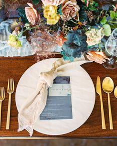 Beautiful tablesetting Beautiful Table Settings, Wedding Table Settings, Apricot Wedding, All Inclusive Destination Weddings, Bridal Flowers, Wedding Stationary, Floral Wedding, Wedding Decorations, Wedding Inspiration