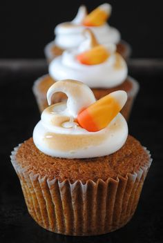 Pumpkin Cupcakes with Toasted Meringue, the perfect Halloween treat!