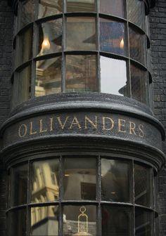 ollivanders, fabricantes de varitas desde 382 a.C.