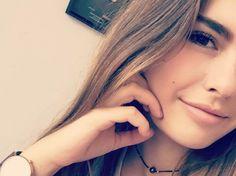Est-ce que vous connaissez Juste Zoé ? Rose Carpet, Emma Verde, Juste Zoe, Eva Youtube, Youtubers, Insta Snap, Photos Du, Hair Beauty, Poses