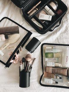 Makeup Bag Organization, Travel Organization, Makeup Storage, Teacher Diva, Beauty Essentials, Makeup Bag Essentials, Travel Essentials, Travel Makeup, All Things Beauty