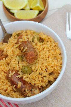 Delicioso locrio de longaniza dominicana (rice with Pork sausage. A one pot meal perfect to feed a crowd. Comida Dominicana locrio dominicano