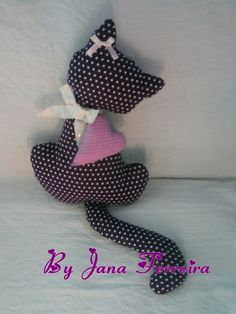 Chat - tuto gratuit - DIY - Le blog de tutolibre Fun Arts And Crafts, Diy And Crafts, Cat Cushion, Couture Sewing, Sewing Accessories, Stuffed Toys Patterns, Diy For Kids, Sewing Crafts, Blog