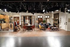Will & Grace set design receives a massive upgrade for the relaunch of the series this year. Will & Grace's apartment interior design. Tv Set Design, Stage Set Design, Theatre Design, Will And Grace, Orange Walls, Apartment Interior Design, Celebrity Houses, New Set, Architectural Digest
