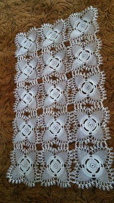 This Pin was discovered by Sab Crochet Motif, Crochet Doilies, Crochet Patterns, Bed Runner, Crochet Tablecloth, Needle Lace, Tatting, Diy And Crafts, My Favorite Things
