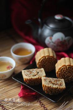 虽然市面上奇葩口味的月饼繁多, 然而他唯独青睐于传统式的五仁月饼, 谈及广式月饼, 一般都是薄皮馅多, 而他却将其改为厚皮馅少的。 其实, 总多月饼中, 我最不喜欢的就是五仁月饼。 纵然是不爱, 却也年年都得为它而忙。 ... Asian Snacks, Asian Desserts, Chinese Cake, Bean Cakes, Mixed Nuts, Moon Cake, Dim Sum, Cake Art, Finger Foods
