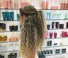 peinados para cabello rizado mouhamad amin Frisur von 25 + 8 einfache Frisur-Ideen fr weniger als Hair Styles Fo Blonde Curly Wig, Curly Hair Updo, Curly Wigs, Wavy Hair, Hairstyles For Curly Hair, Short Blonde, Curly Long Hair Cuts, Brown Blonde, Elegant Hairstyles