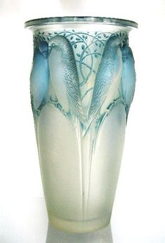 Art Nouveau-Ceylan Bird Vase Blue Hues-Luxurydotcom via: Art Nouveau, Cristal Art, Objets Antiques, Jugendstil Design, Art Of Glass, Glass Ceramic, Antique Glass, Belle Epoque, Colored Glass