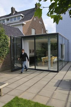 """would love to have this in my garden so can sit """"outside"""" all year round, use as conservatory for certain plants in the winter etc Extension Veranda, Glass Extension, Interior Architecture, Interior And Exterior, Modern Small House Design, Old School House, Glass Structure, Concrete Building, House Extensions"""