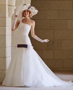 5ff96f7f9e0f 26 fantastiche immagini su Bridal Style. Spring Collection