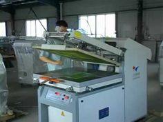 Maquina para serigrafia imprimiendo madera semiautomatica, impri-maq.com.ar - YouTube