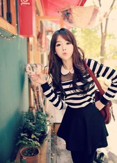 Cute hair style for my overgrown bangs. Also love the hair color and outfit~