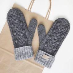 Fingerless Mittens, Knit Mittens, Knitted Gloves, Knitting Designs, Knitting Patterns, Mittens Pattern, Wrist Warmers, Hand Knitting, Knit Crochet