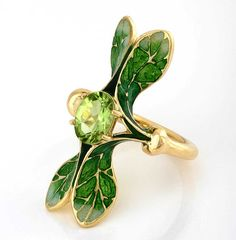 """Ilgiz F """"Lalique"""" ring with grand feu enamelling, set with a peridot."""