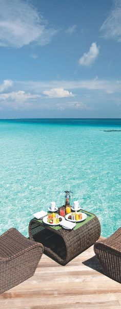 Amazing places to go for special occasions. Birthdays, anniversaries, valentine's day, graduation gifts, etc - Moofushi, Maldives