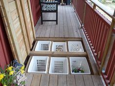 7 TIPS: Få endnu mere ud af din terrasse Opbevaring under terrassen Backyard Patio Designs, Backyard Landscaping, Deck Design, House Design, Diy Deck, Deck Plans, Decks And Porches, Outdoor Living, Outdoor Decor