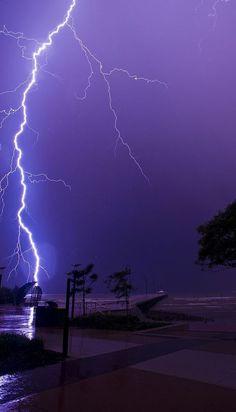 Lightning at Shorncliffe pier, Sandgate, Brisbane (Queensland, Australia). Dark Purple Aesthetic, Sky Aesthetic, Lightning Photography, Nature Photography, Storm Photography, White Photography, Photography Tips, Purple Wallpaper, Nature Wallpaper