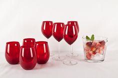 El rojo también puede ser un color muy elengante y si está en unas copas puede hacerlas muy novedosas.