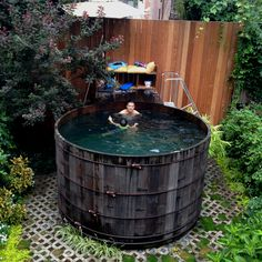 Here is one of the smarter urban pool i've ever seen !