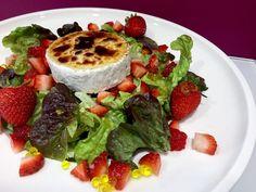 Ensalada de queso de cabra Salad Recipes, Healthy Recipes, Healthy Food, Caprese Salad, Vinaigrette, Muffin, Mashed Potatoes, French Toast, Salads