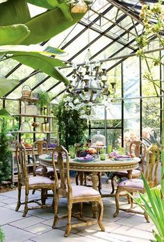 conservatory+2+via+charming+spaces+on+roses+and+rust+blog.JPG (500×741)