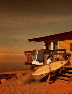 beachfront surf house. does it get any better ? perfect to live the life.