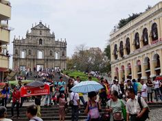 Macau is an old Portuguese colony and in the old center you can see the heritage of this. Its designated a UNESCO World Heritage Site. The various places of interest I show you in this photo gallery.
