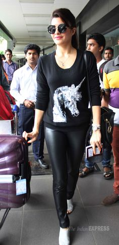 'Race 2' girl Jacqueline Fernandez who has not yet worked with King Khan in films got a chance to do the Temptation Reloaded tour with him.  Jacqueline was cool and casual in black. (Photo: Varinder Chawla)