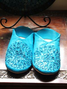 Moroccan Babouches slippers made with 100% moroccan leather.