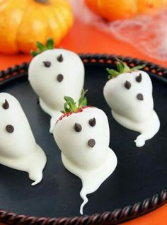 Halloween party ideas for kids... Ghostly Strawberries =)