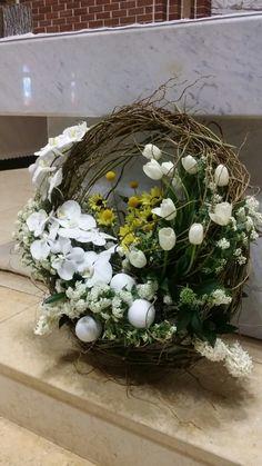 사순을 어떻게 보내는지에 따라 부활을 맞이하는 그 마음이 더욱 더 깊어지지 않을까~ 나는 어떤 맘... Basket Flower Arrangements, Floral Arrangements, Grave Decorations, Flower Decorations, Condolence Flowers, Beach Theme Centerpieces, Corporate Flowers, Wreaths And Garlands, Easter Flowers