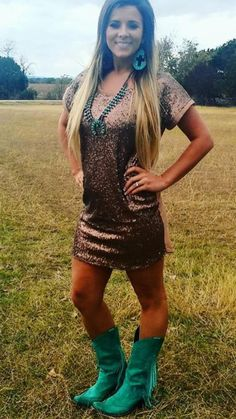 How to wear a sequined dress & boots Cowgirl Outfits, Cowgirl Style, Western Outfits, Western Wear, Cowgirl Tuff, Cowboy Boots, Country Girl Style, Country Girls, My Style