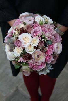 "vintage Roses including ""Bombastic"", ""Memory Lane"", ""Amnesia"" and ""Vendella"" & an exquisite selection of Floribunda Roses, Spring Ranunculas, Skimmia Berries, Bouvardia, Classic Hydrangeas, Dianthus ""Antique"" and Wax Flower Blossom"