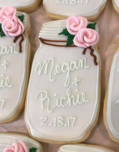 The Most Adorable Wedding & Engagement Cookies For Your Sweet Tooth - Wilkie: If you're using mason jars as part of your wedding day decor, hand out mason jar cookies as favors! Mason Jar Cookies, Iced Cookies, Royal Icing Cookies, Cookies Et Biscuits, Sugar Cookies, Mason Jars, Owl Cookies, Wedding Shower Cookies, Wedding Favour Cookies