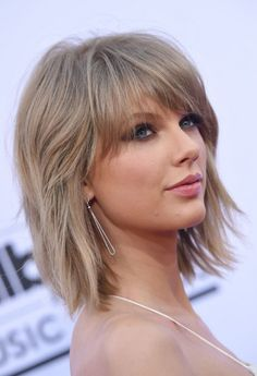 We've gathered our favorite ideas for Thick Hair Medium Hairstyles Fade Haircut, Explore our list of popular images of Thick Hair Medium Hairstyles Fade Haircut in short to medium length hairstyles thick hair. Short Hairstyles For Thick Hair, Haircut For Thick Hair, Fade Haircut, Hairstyles With Bangs, Short Hair Cuts, Easy Hairstyles, Short Hair Styles, Medium Hairstyles, Hairstyle Ideas