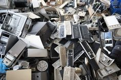 The Correct Way To Recycle Electronic Waste Components E Waste Recycling, Recycling Process, Electronic Items, Electronic Devices, Ways To Recycle, Reuse Recycle, Used Computers, Old Phone, The 100