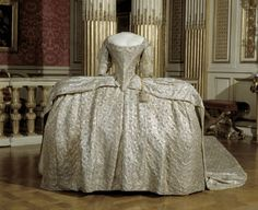 Coronation dress of Sofia Magdalena of Sweden, 1772, from the Royal Armoury Costume Marie Antoinette, Luis Xiv, Robes Vintage, Vintage Outfits, Vintage Fashion, 18th Century Fashion, 18th Century Dress, 18th Century Costume, Historical Costume