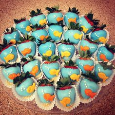 Pool Party : Healthy Snack Food : Adorable fishy chocolate dipped strawberries : Make using strawberries, blue chocolate, and goldfish crackers : DIY party treat