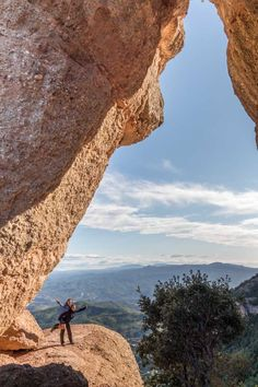Vistas desde la Roca Foradada Montserrat, Deco, Nature, Travel, 11th Century, Hiking Trails, Natural Playgrounds, National Parks, Awesome