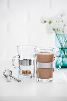 This simply designed range provides practical kitchen basics that will last a lifetime and is easy to combine with other tableware. #rosendahl #rosendahlgrandcru