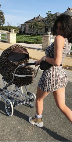Kylie Wore this Adorable Fendi Dress Walking Baby Stormi. Matching Mommy & Me Fendi LOOK! Kendall Jenner Outfits, Ropa Kylie Jenner, Trajes Kylie Jenner, Looks Kylie Jenner, Estilo Kylie Jenner, Estilo Kardashian, Kyle Jenner, Kylie Jenner Style, Kendall And Kylie