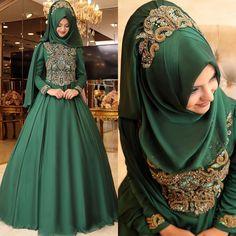 2018 Hijab Emerald Green Evening Dress and Engagement Models, www. Muslimah Wedding Dress, Muslim Wedding Dresses, Muslim Dress, Pakistani Bridal Dresses, Modern Hijab Fashion, Abaya Fashion, Muslim Fashion, Fashion Dresses, Hijab Evening Dress