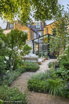FULHAM - Garden Club London Back Garden Design, Backyard Garden Design, Small Urban Garden Design, Brick Garden, Small Backyard Design, Small Gardens, Outdoor Gardens, Small Garden Spaces, Small Garden Landscape